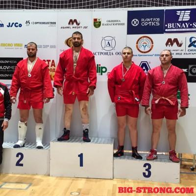 Денислав Златев грабна златото на държавния шампионат на България по бойно самбо.